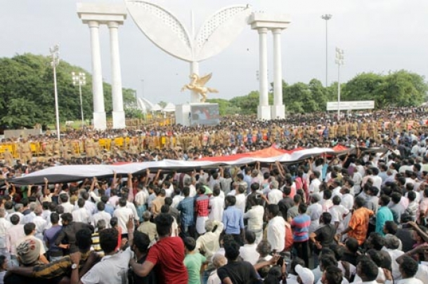 Jayalalithaa buried as Marina turns into sea of mourners
