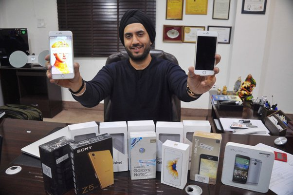 Business opportunity in old phones, Delhi entrepreneur's success story