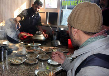 The Weekend Leader - For the extra calories to fight the bitter cold, Kashmiris turn to Harisa   Culture   Srinagar