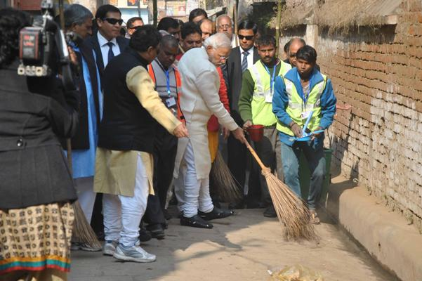 The Weekend Leader - Swachh Bharat has earned the accolades of foreigners living in India | Culture | New Delhi