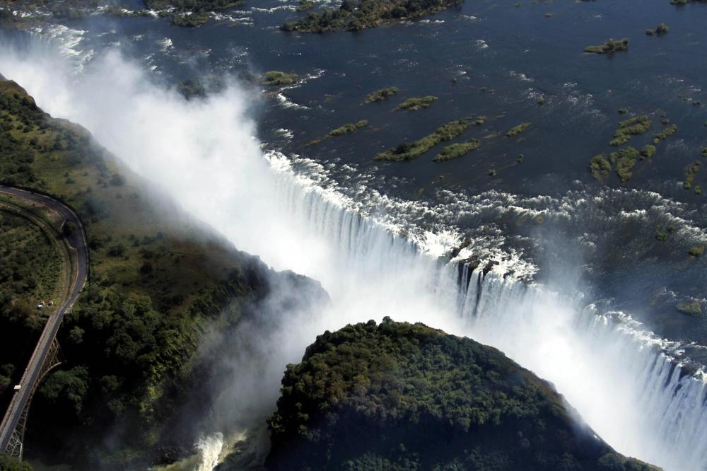 The Weekend Leader - Zimbabwe reopens Victoria Falls border to vaccinated tourists