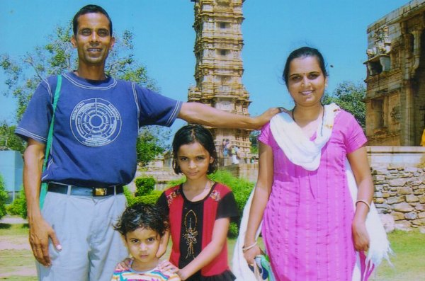 The Weekend Leader - Story of Anil Joshi, Ayurveda Doctor, Who Collected One Rupee From People to Construct Check Dams in Madhya Pradesh villages