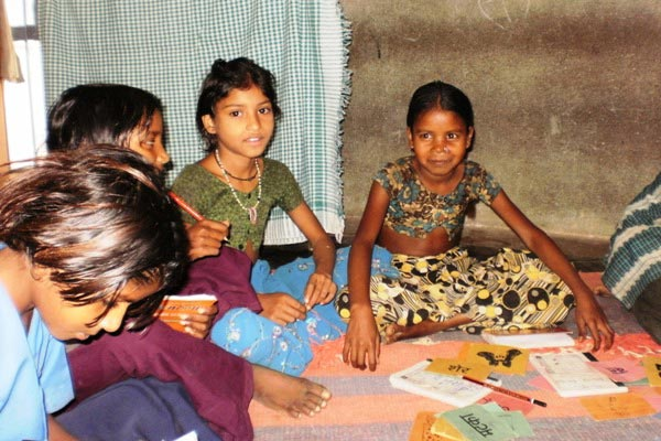The Weekend Leader - Against all odds, they attend school and are made to stay put with incentives | Causes | Udaipur
