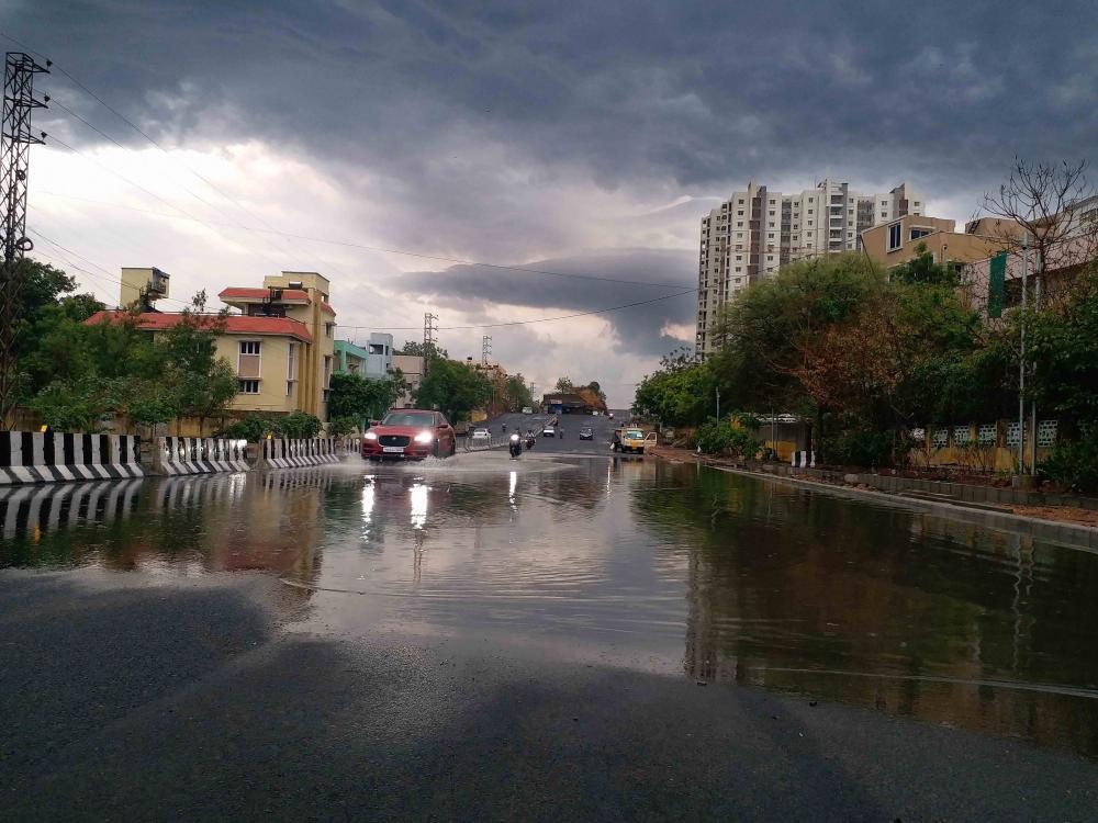 The Weekend Leader - Heavy rains lash many parts of Telangana