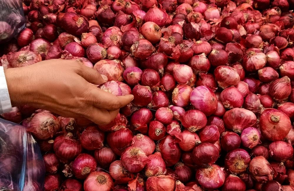 The Weekend Leader - No black marketing of onions and tomato reported: Centre