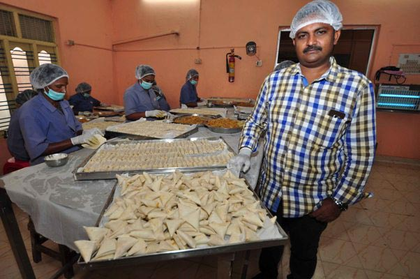 Man who sold samosa on the streets is now supplying to airline passengers