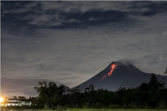 The Weekend Leader - Indonesia's Merapi volcano erupts 4 times