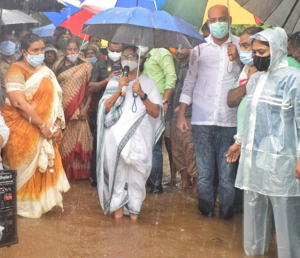 The Weekend Leader - Flood situation worsens in Bengal; PM Modi speaks to Mamata