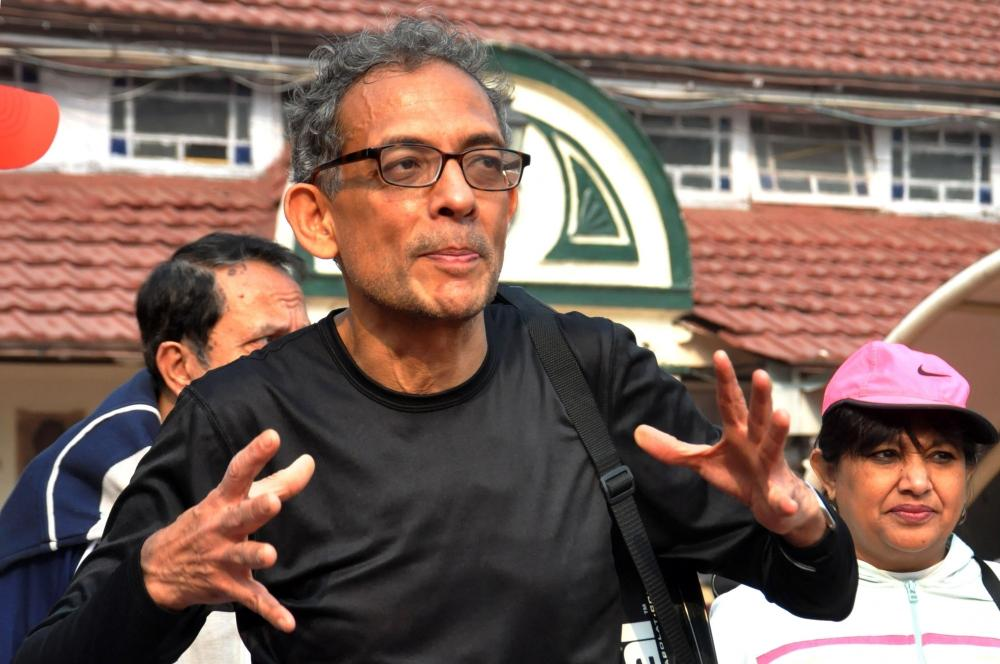 The Weekend Leader - Nobel laureate Abhijit Banerjee criticises Centre over fiscal policy
