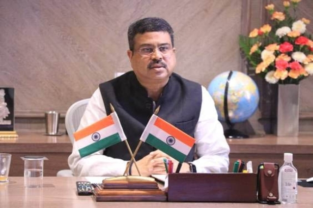 Pradhan launches 42 CNG stations, 3 City Gate Stations of Torrent Gas