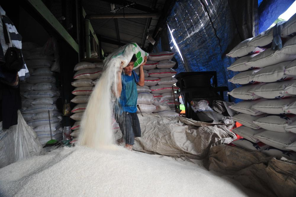 The Weekend Leader - Indonesia to allocate 200,000 tonnes of rice as social aid
