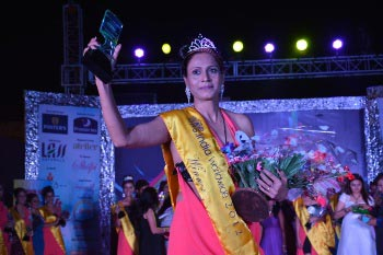 Raipur schoolteacher wins Mrs.India World Wide title