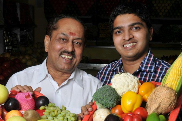 father sold fruits in bus stand, son ceo of Rs 220 crore fruit chain