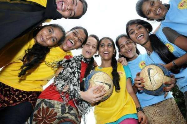 The Weekend Leader - Parcham girls' football team from Mumbra