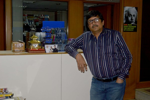 Success story of a pen manufacturer in Kolkata who started from scratch