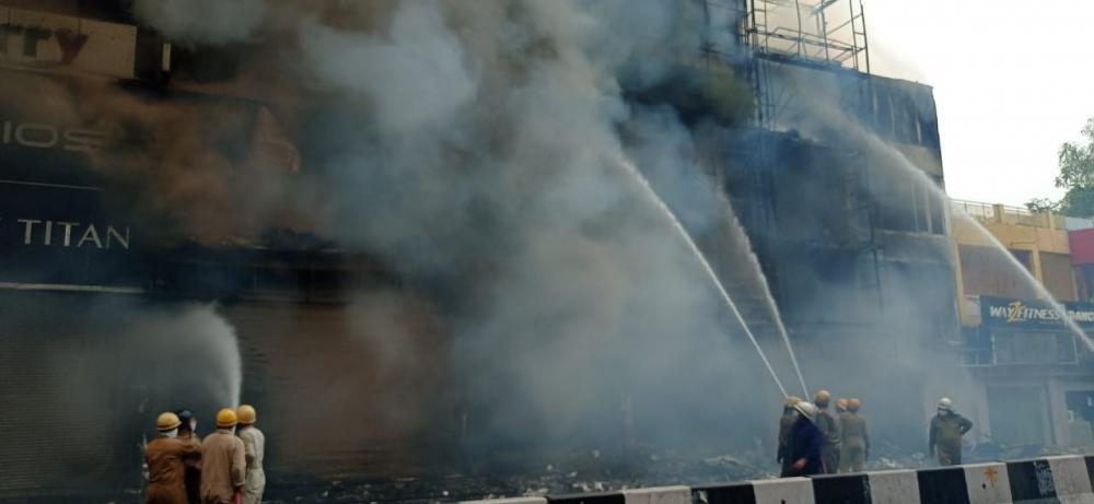 The Weekend Leader - Massive fire breaks out in Delhi's Lajpat Nagar Market