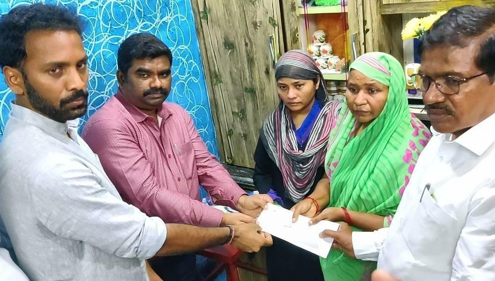 The Weekend Leader - Andhra govt gives Rs 25 lakh ex gratia to Salaam's kin