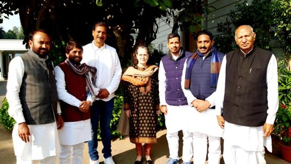 The Weekend Leader - BSP turncoats who joined Cong express faith in Gehlot