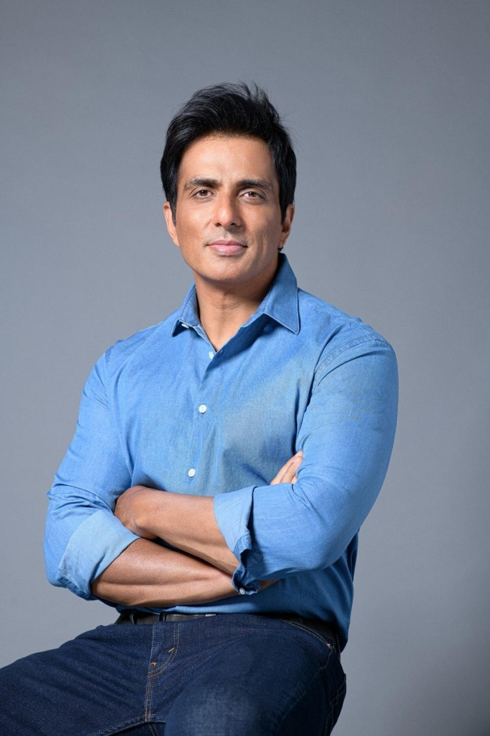 The Weekend Leader - For 2nd day, IT sleuths 'search' actor Sonu Sood's home