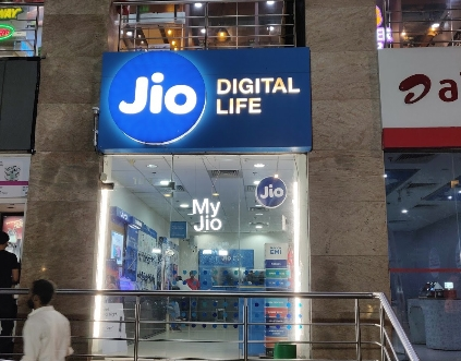 The Weekend Leader - Jio constructs largest international submarine cable system centred on India
