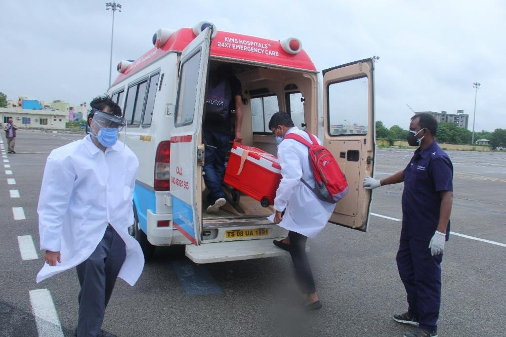 The Weekend Leader - Lung transported from Pune to Hyderabad in one hour saves life