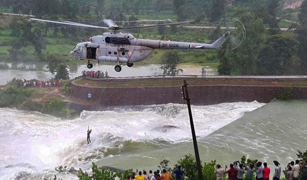 The Weekend Leader - IAF chopper crew rescue man stuck in dam water for 16 hrs