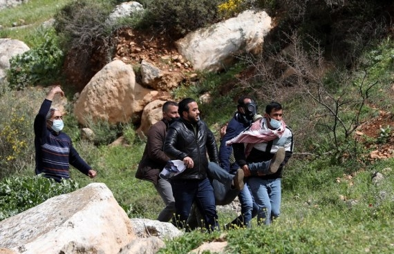 The Weekend Leader - 217 Palestinian protesters injured in W.Bank clashes