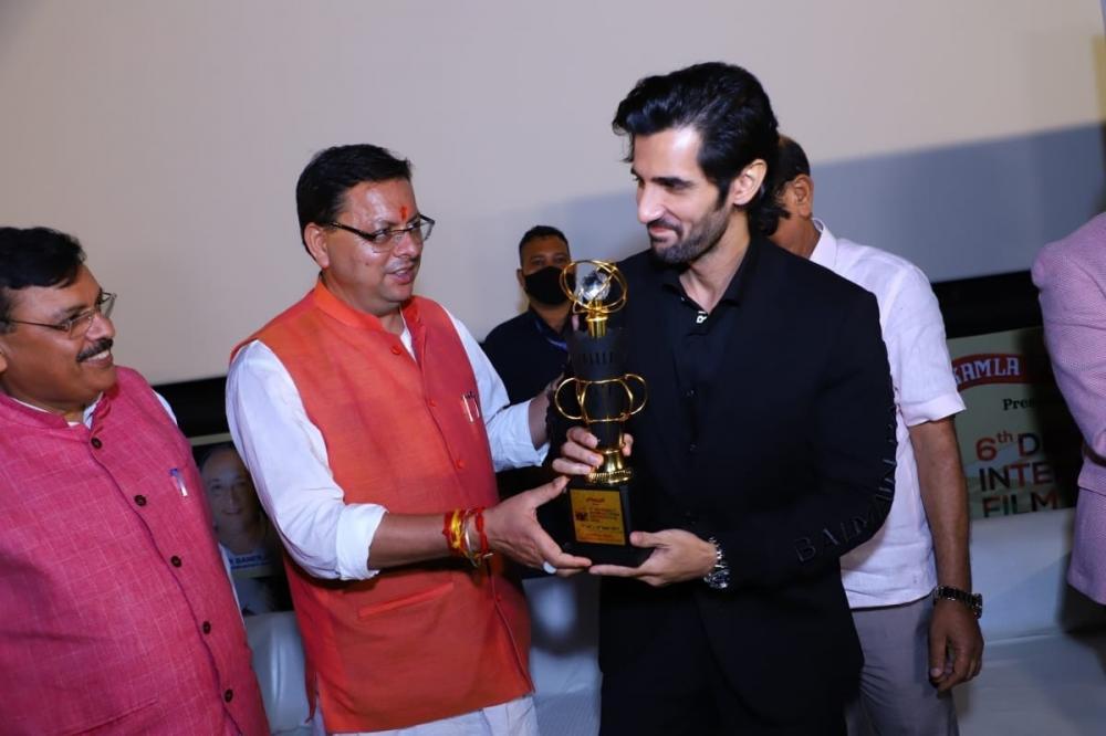 The Weekend Leader - Aditya Seal receives most promising actor award at Dehradun film fest