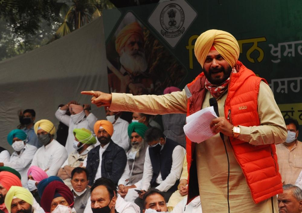 The Weekend Leader - Sidhu anti-national', Amarinder says he will fight move to make him CM