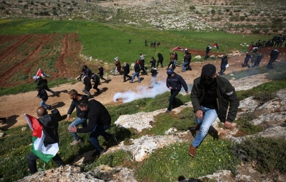 The Weekend Leader - 7 Palestinians injured in clashes with Israeli soldiers