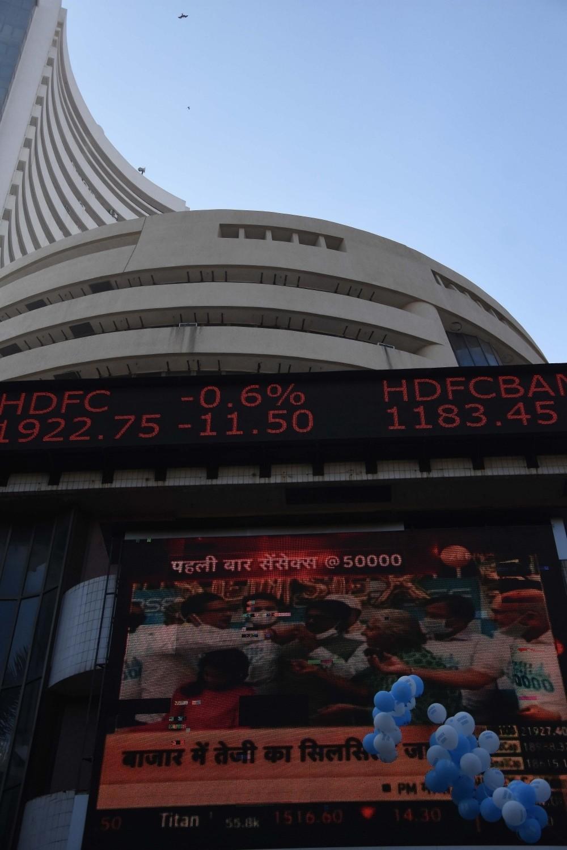 The Weekend Leader - Sensex, Nifty open low on global cues, metal and banks top drag
