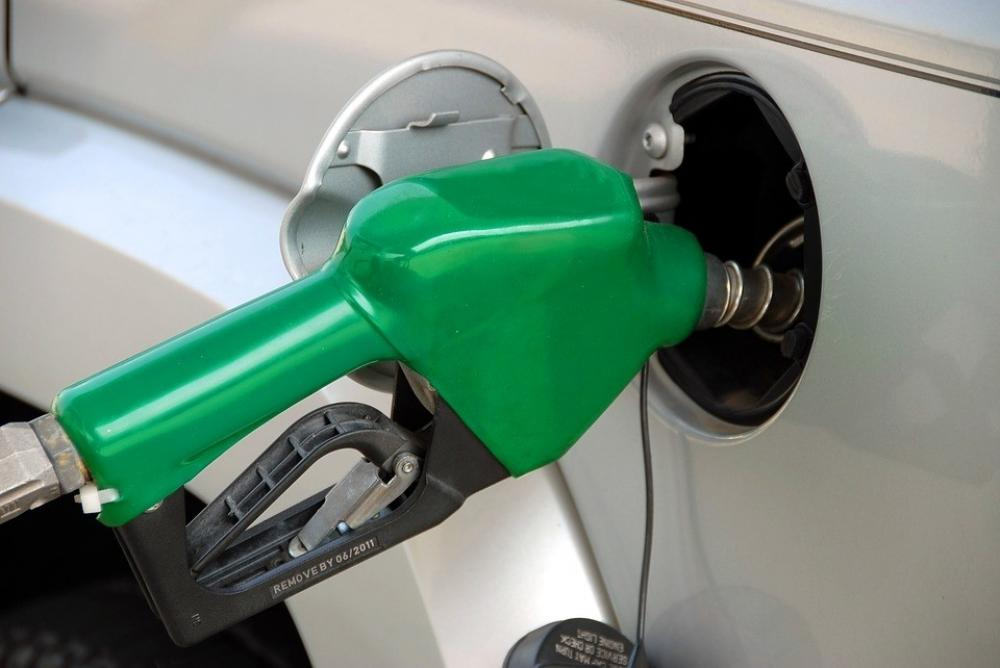 The Weekend Leader - Petrol price inches closer to century mark in Mumbai