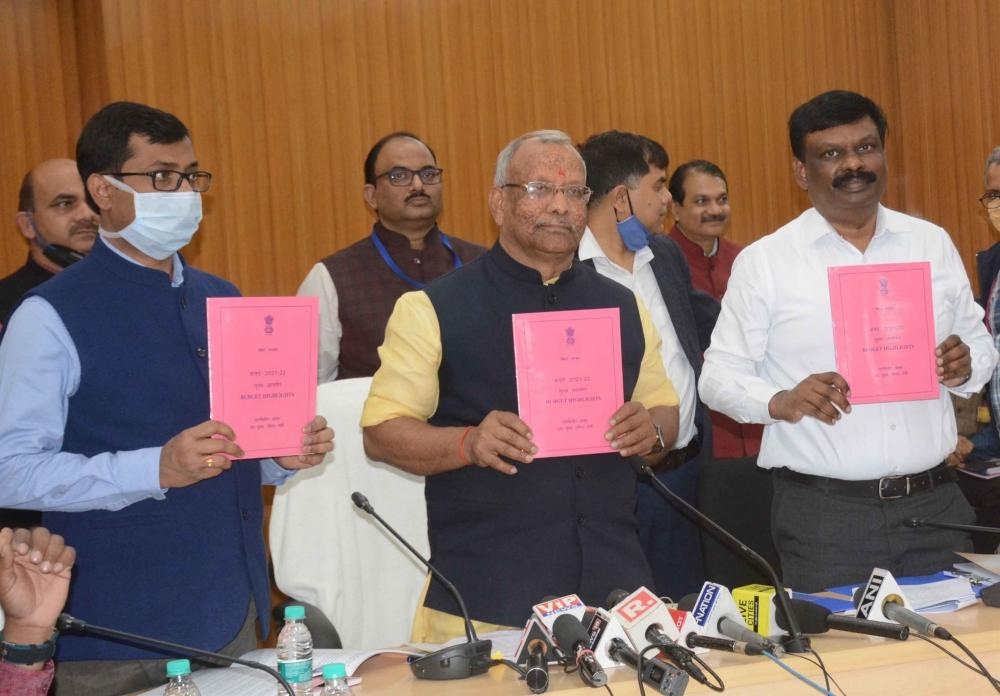 The Weekend Leader - Rs 2.18 lakh cr Budget for 'Aatmanirbhar Bihar'