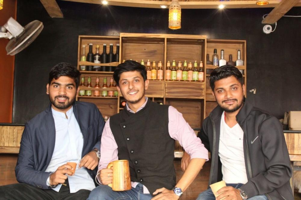 The Weekend Leader - Anubhav Dubey and Anand Nayak Success story | Founders, Chai Sutta Bar