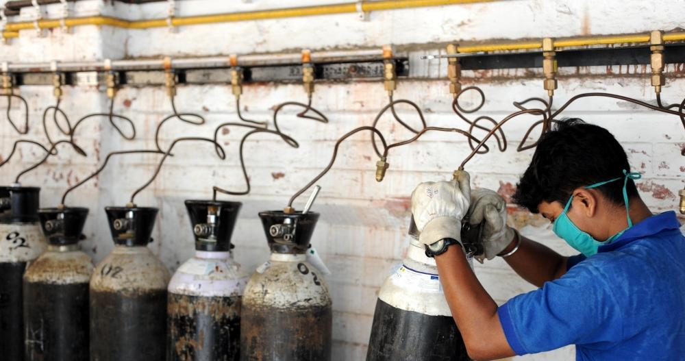 The Weekend Leader - 10 of 52 UP hospitals wasted oxygen: IIT report