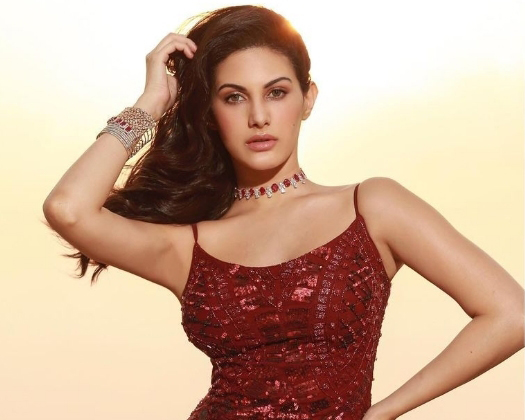 The Weekend Leader - Amyra Dastur urges all to donate to Covid relief