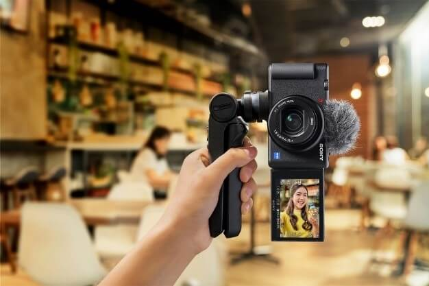 Sony camera with side-opening LCD screen in India for Rs 77,990