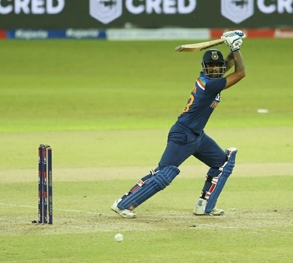 The Weekend Leader - 1st T20I: India score 164/5 against Sri Lanka