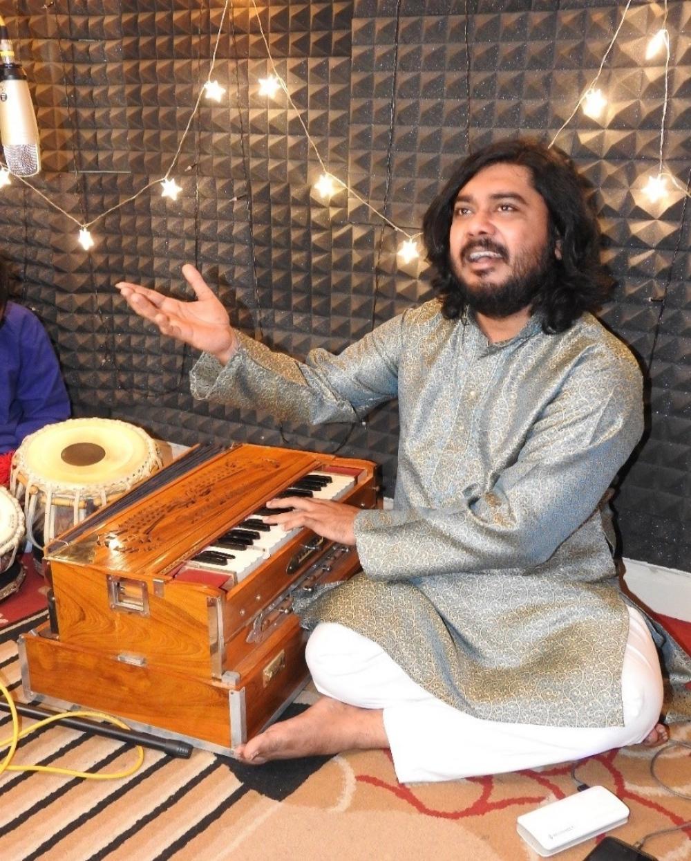 The Weekend Leader - Fusion dissolves all barriers: Classical singer Nadeem Khan