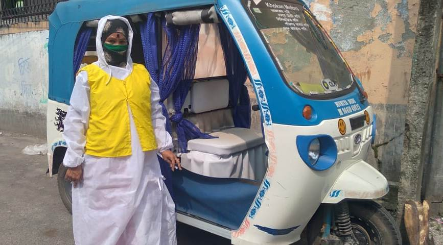 Woman e-rickshaw driver turns COVID frontline warrior ferrying corona patients for free