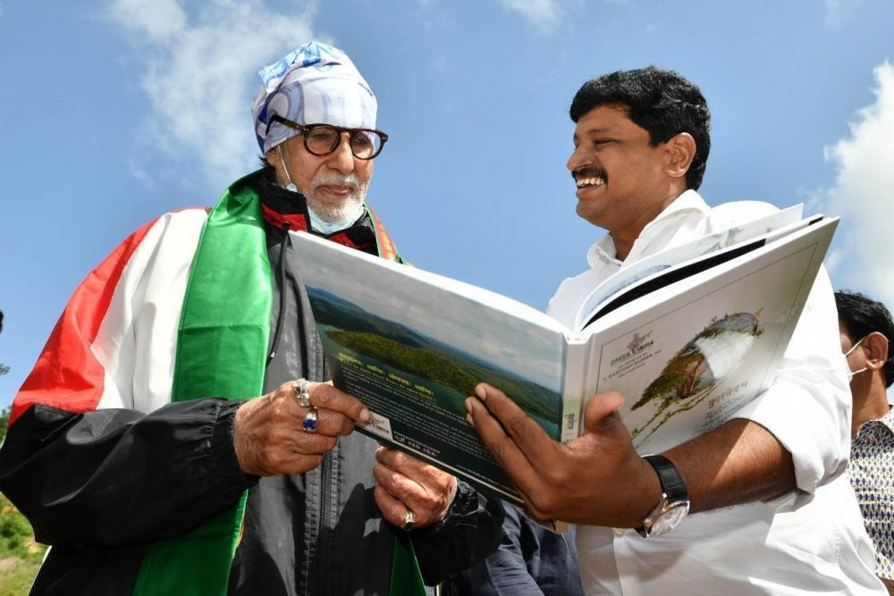 The Weekend Leader - Amitabh Bachchan takes part in Green India Challenge