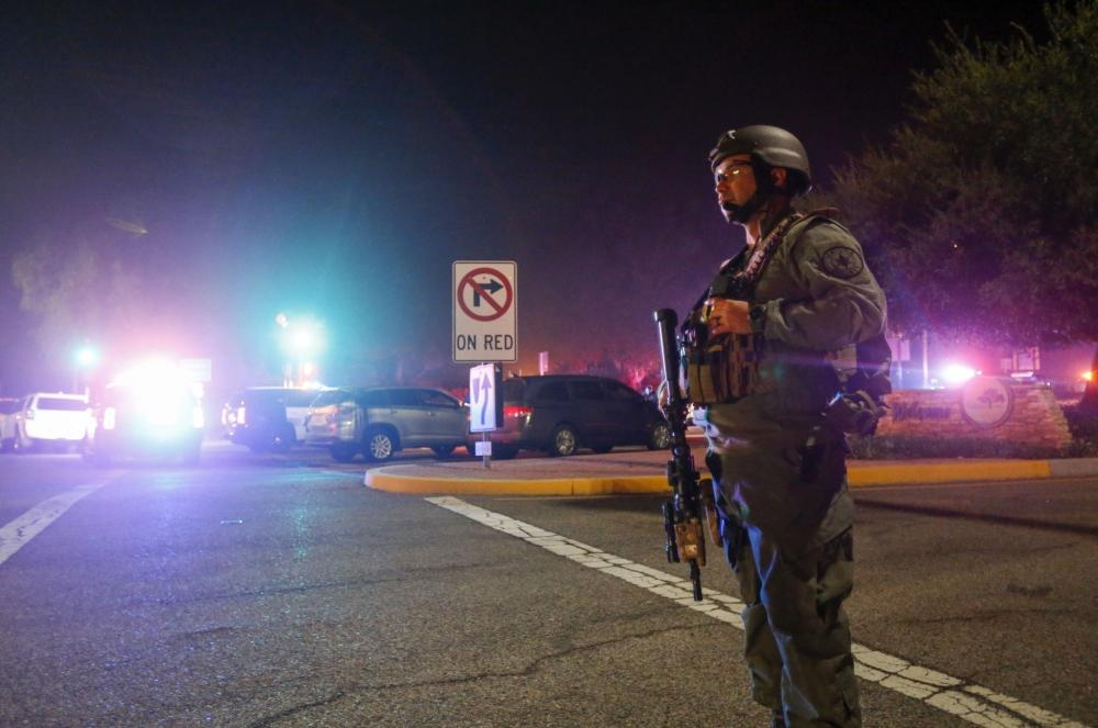 The Weekend Leader - 5 people killed in hours-long standoff in California
