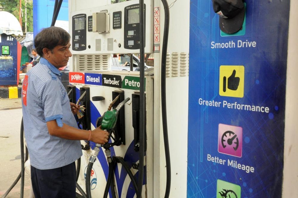 The Weekend Leader - OMCs keep Petrol, diesel retail prices unchanged for a week