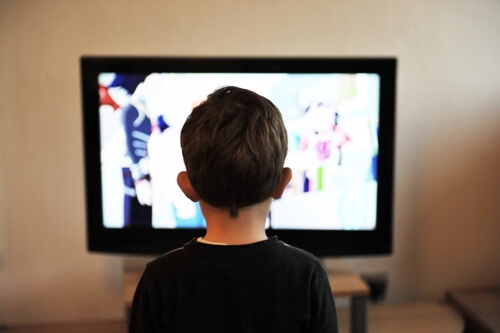 Screen time before bed will make your kids sleepless