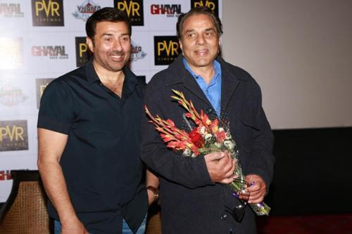 When Sunny Deol had a pillow fight with papa Dharmendra!