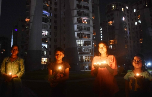 Detractors smell political one-upmanship in PM's 'lights off-lamps on' event