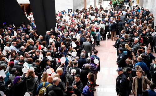Huge demonstration demands end to stay-home order in Michigan