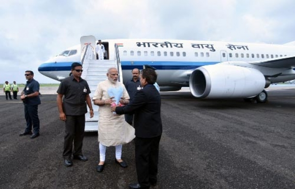 Alert PM saves media lensmen from big mishap