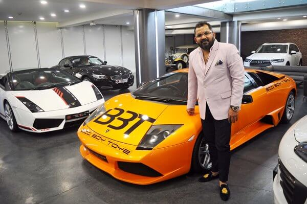 Becoming rich by selling second-hand cars