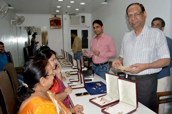 Leading jeweller in Patna once sold pakoras on a pushcart